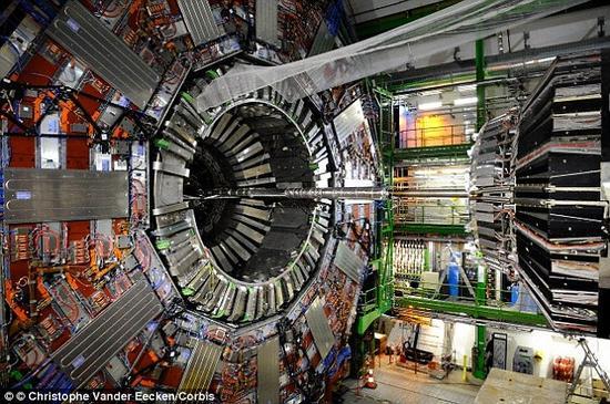 2015年5月,大型强子对撞机实现亚原子粒子对撞,创造了新的纪录。