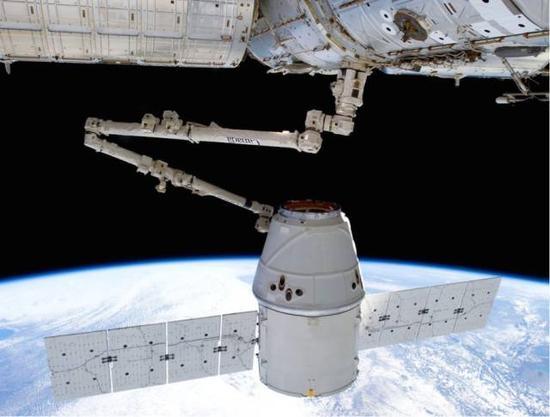 图为2012年SpaceX为国际空间站运送货物