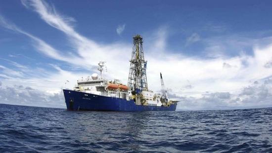 科学家首次深入印度洋钻探地壳