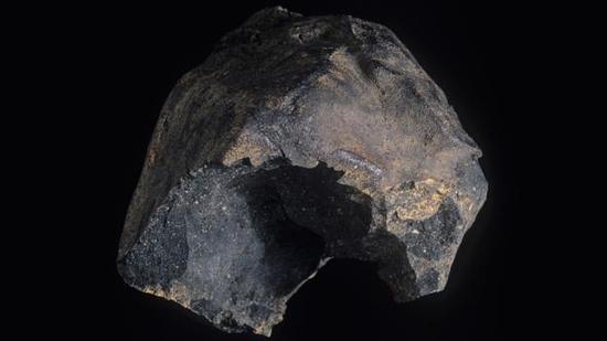 默奇森陨石,一颗著名的碳质球粒陨石,其内部含有大量的有机物质,于1969年坠落在澳大利亚境内