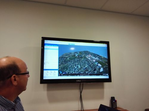 RDV Systems 的COO展示其产品3D界面,非技术人员也可以操纵 | 摄影 王冀