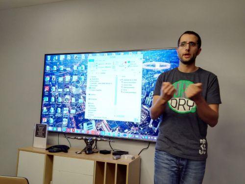 Askourt创始人说,他们让以色列最大的电商网站活力增加了10倍 | 摄影 王冀