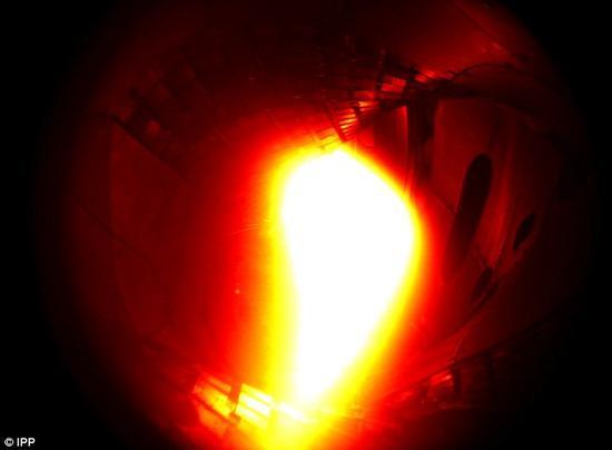"""""""文德尔施泰因 7-X""""第一次产生的等离子体,主要由氦组成,达到了大约100万摄氏度的高温。"""