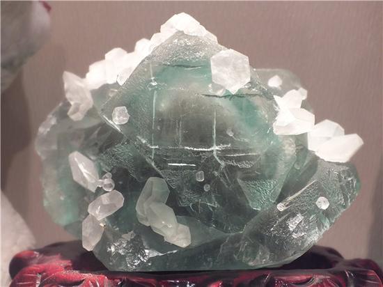 萤石,具有玻璃光泽(摄影:马志飞)