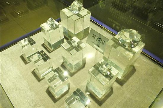 """钻石,即金刚石,硬度为10,号称""""硬度之王""""(摄影:马志飞)"""