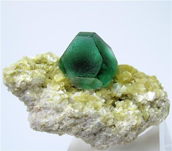 精美的蓝色萤石矿物(图片来源:wikimedia.org)
