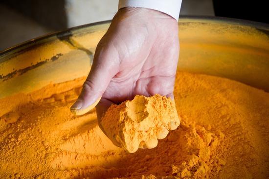 图11铀矿提纯过程中的中间产品――黄饼