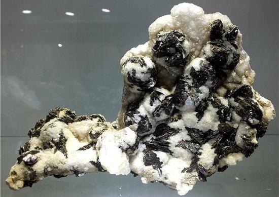 磁黄铁矿(摄影:马志飞)