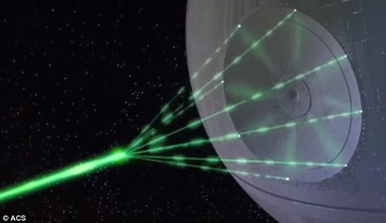 美国化学学会的化学家指出,死星上装载的能摧毁行星的激光炮是《星球大战》系列电影中最大的科学错误。8个激光光束会互相穿过,而不是汇集成一束,而且激光发射时产生的热量足以将死星熔化。