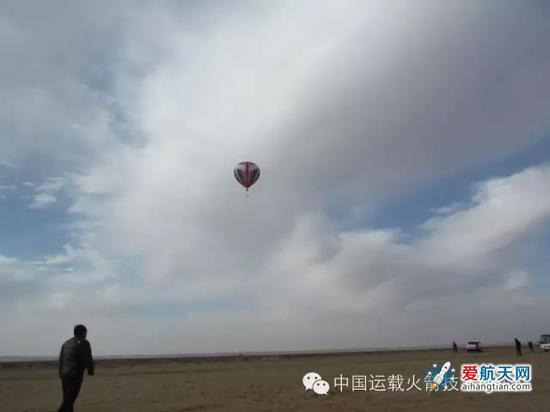 我国成功完成运载火箭子级回收群伞空投试验