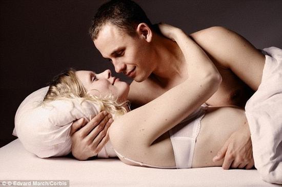高潮之后,我们的身体会分泌一种名为催产素的激素,让我们更容易信赖他人、彼此更加亲近,但它也会让你在一夜情结束之后感到极为痛苦<b