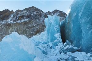 科学家在藏区发现世界最密集悬冰川