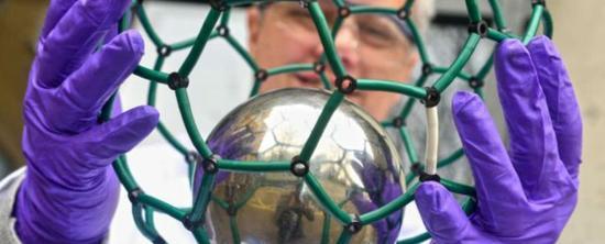 英国牛津大学的研究者正在开发能用于原子钟的内嵌富勒烯