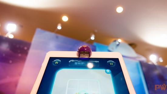iPad顶部的反光镜配件