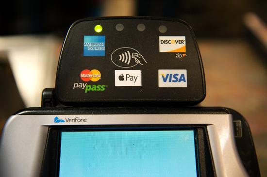 实体银行卡末路?美国ATM今年将支持Apple Pay
