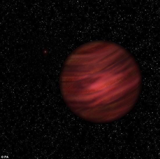 一颗编号为2MASS J2126(艺术示意图)的行星一直被认为是流浪行星,但天文学家们近日惊讶地发现,实际上它正围绕一颗恒星公转,只是两者之间相距极为遥远,距离超过1万亿公里,相当于日地距离的7000倍以上