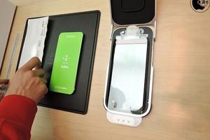 苹果店提供iPhone贴膜服务 但是买个膜要230块
