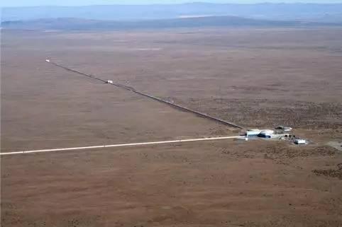 LIGO 汉福德台址鸟瞰。图片来源:LIGO Laboratory/Corey Gray
