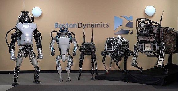从左至右:老版 Atlas、新版 Atlas、BigDog、WildCat、AlphaDog。