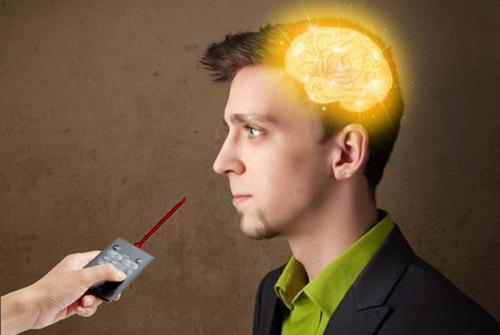 给大脑装上光控开关假想图
