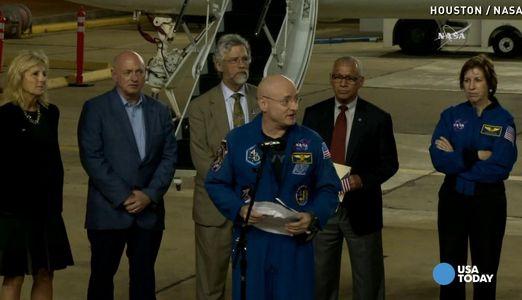 """本周二,在国际空间站生活了近1年时间的美国宇航局宇航员斯科特-凯利与两名同伴搭乘""""联盟号""""飞船返回地球。"""