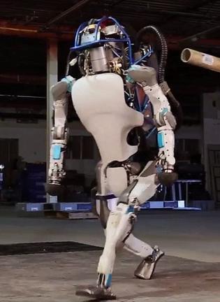 不要宝宝了:谷歌要卖能行走机器人