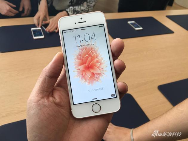 新品造型上和iPhone SE相似度极高