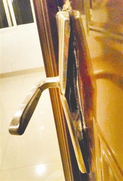 门锁被破坏 来源:成都商报