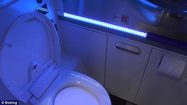 波音公司已经提交了使用紫外光自动清洁洗手间的专利申请。在测试中,这项技术已经显示出能抑制病原体生长和传播的功能。