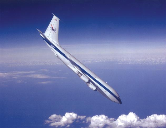 图为失重飞机在俯冲期间提供微重力环境