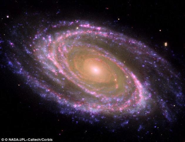 观测深空:这样的结果让研究组产生了疑问:是否其他类似的星系也有可能实际上是由多个单独的星系组成的视错觉?