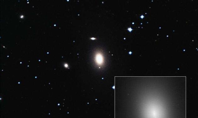 椭圆星系NGC 1600距离我们约2亿光年,它的中心可能存在一个目前为止发现的质量最大的超大质量黑洞。