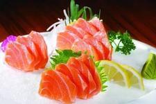 流言揭秘:生吃三文鱼会感染寄生虫?