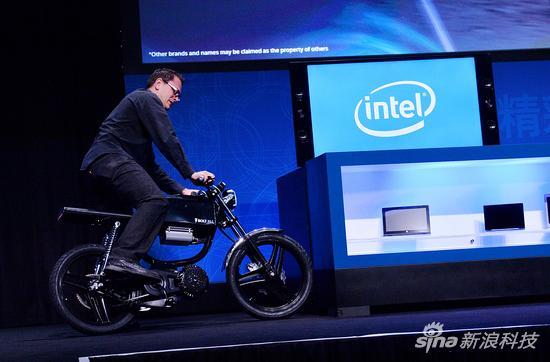 内置芯片的电动摩托车 最高时速64公里|混合|摩