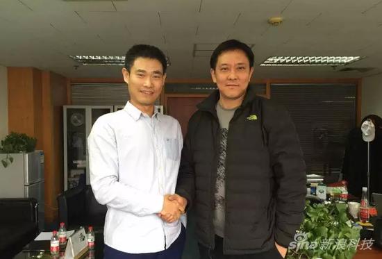 村村乐创始人胡伟(左)与刘军董事长
