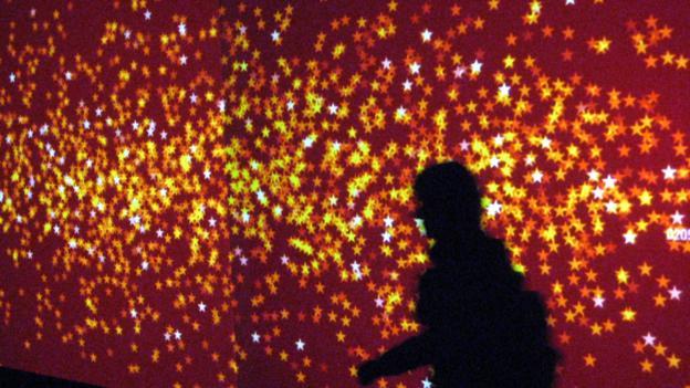 科学家在我们的大脑和骨骼中发现了一种名叫磁铁矿的矿物,还在人眼中发现了隐花色素,这都被视作人类能够感知到磁场的证据。