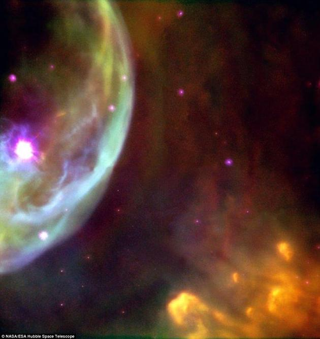 这并不是哈勃望远镜第一次拍摄气泡星云,不过,由于该星云体积巨大,此前哈勃望远镜拍摄的图片都只显示出它的一小部分。上图是1998年拍摄的气泡星云图片。