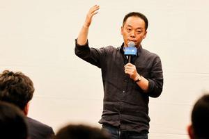 暴风科技发布VR电视仅999元 冯鑫称不愿意对标妖股乐视