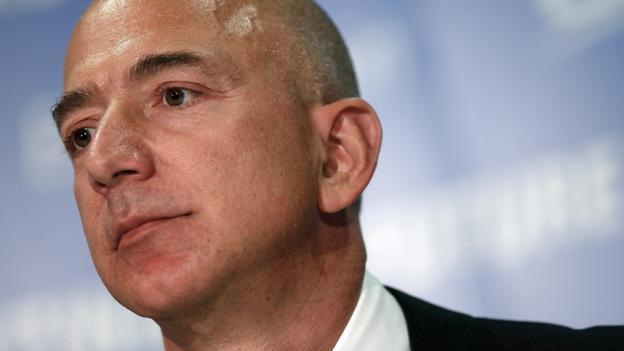 """亚马逊公司的创始人杰夫·贝索斯于2000年创办了私人太空公司""""蓝色起源""""(Blue Origin)"""