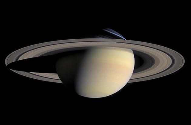 根据一样最新的研究,著名的土星光环,以及土星系统内侧的众多卫星,可能都形成于地球上的恐龙时代。图片来源:NASA/JPL