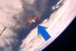 UFO造访地球?神秘亮光转瞬即逝 离开大气层(图)