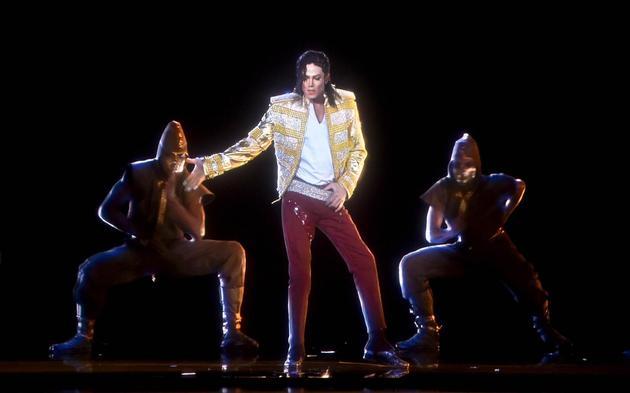 """2014年Billboard音乐奖上用全息技术""""重现""""了迈克尔・杰克逊"""