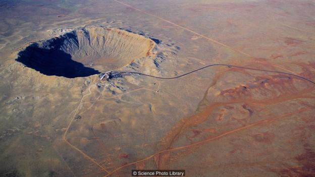 一颗直径仅250米左右的小型天体就能产生类似美国亚利桑那州巴林杰陨坑那样规模的撞击坑