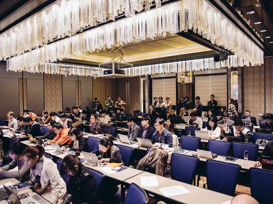 首尔四季酒店观战室里的媒体。