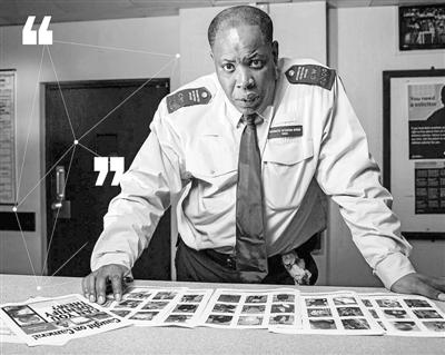 警方超忆者专家,他的工作是仔细查看监控摄像头图像和照片,识别犯罪嫌疑人