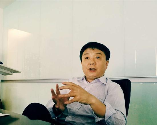 负责小米知识产权和专利战略的高级副总裁王翔接受新浪科技采访