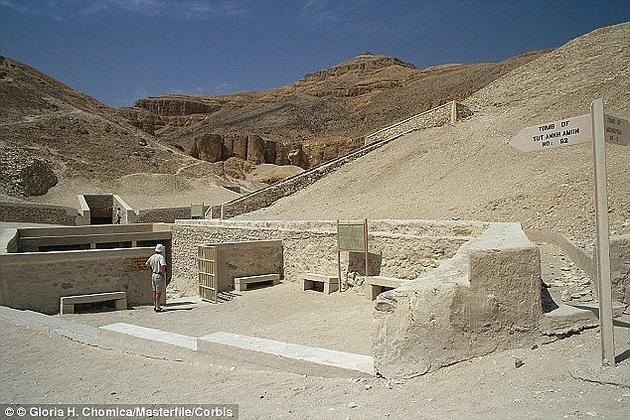 图坦卡蒙之墓首次发掘于1922年。里面的稀世珍宝如同来自另一个世界,让全球都浮想联翩,同时点燃了人们对古埃及文化的热情。