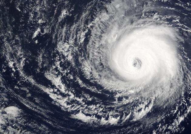 2003年,美国Terra卫星捕获到的Kate飓风照片。拍摄时Kate飓风持续风速为115英里/小时,以12英里/小时的速度向西移动