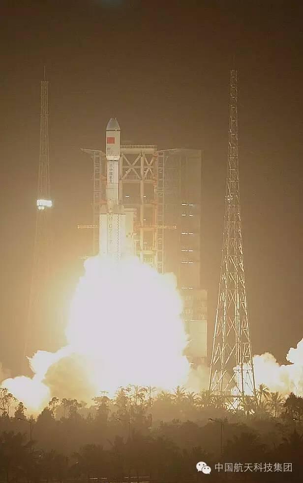 我国新一代中型运载火箭长征七号首飞胜利 (宿东 摄)