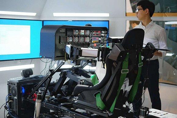 韩国科学技术院(KAIST)无人系统研究小组研发的人形机器人PiBot